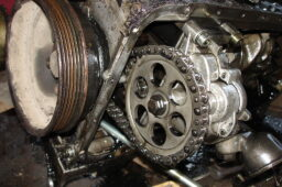 1024px-a_close_view_of_om601_diesel_engine_oil_pump.